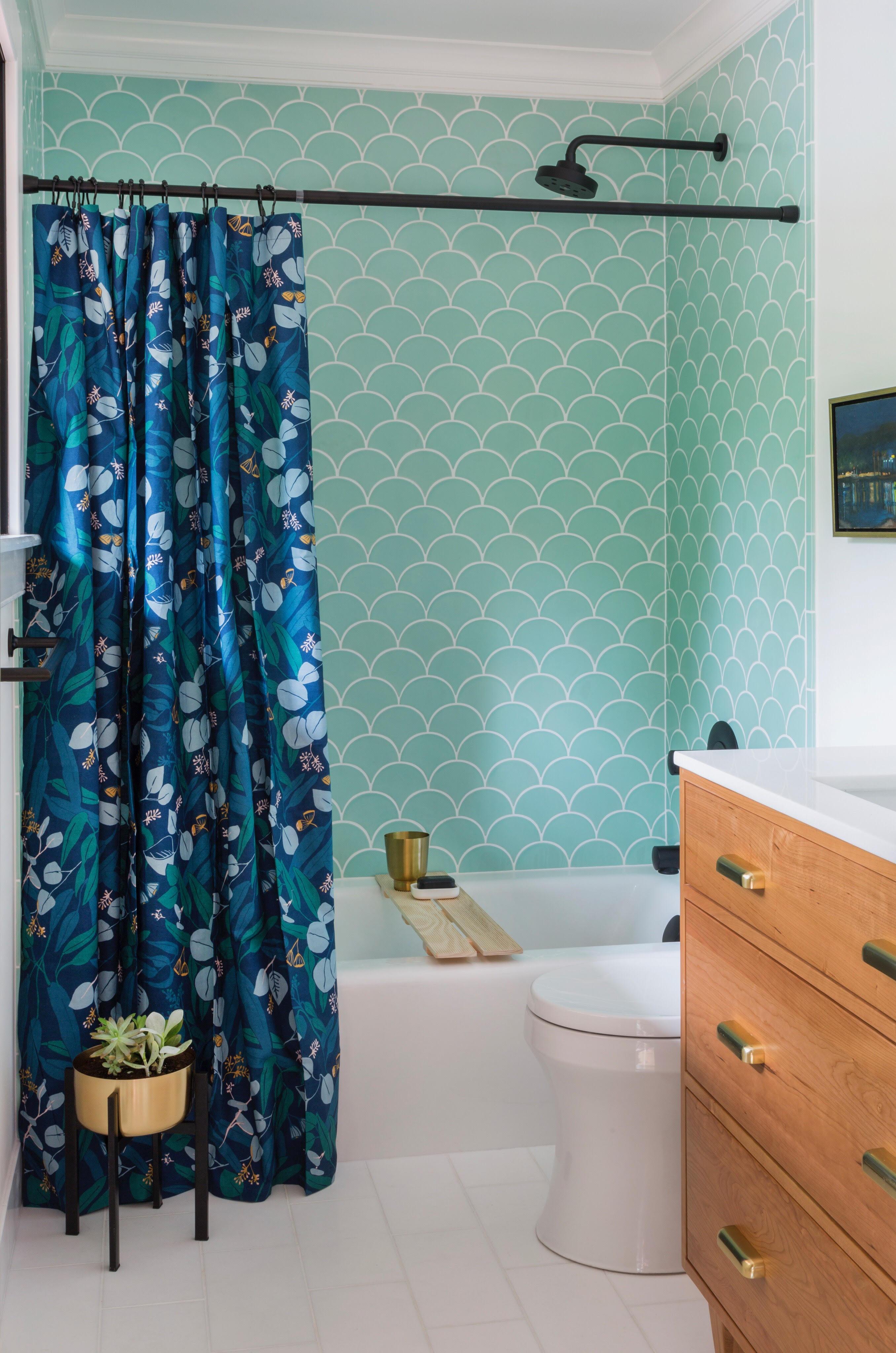 2017_q3_image_residential_bathroom_shower_ogee_drop_moonstone_1.jpg