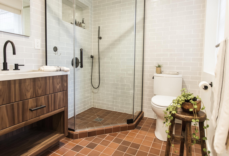 Q1_2017_image_residential_kristen_pena_bathroom_shower_floor_tile_cotton_brick_antique_4x4.jpg